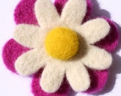 SALE ) Pink and White Daisy - Needle Felted Brooch SALE )