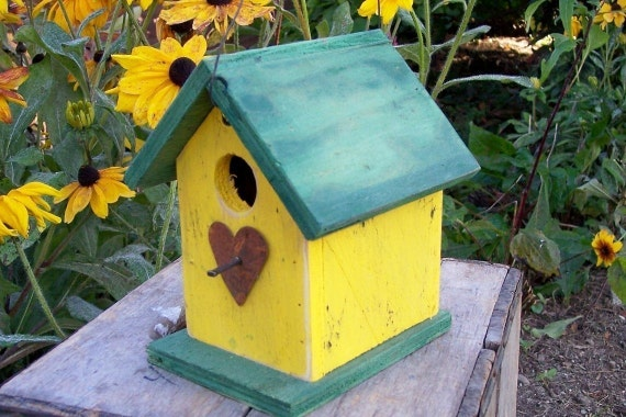Birdhouse Yellow Rustic  Primitive Chickadee Wren Cute Songbirds Rusty Heart