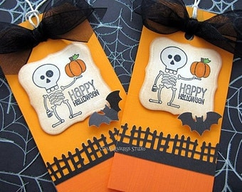 2 pc. HALLOWEEN TAGS