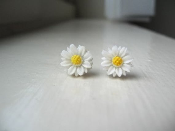 White Daisy Earrings, White Flower Earrings