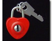 CLASSIC MOVABLE-RED ENAMEL WORKING PADLOCK HEART WITH KEY - VERY UNIQUE