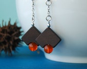 Les coins ronds - wooden earrings with orange beads