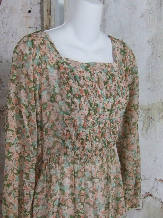 1970s Peasant Dress Hippie Floral Print Dusty Pink Calico Small Medium