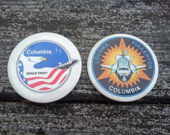 moving sale Set of 2 1980s Collectible Space Ship Columbia pinbacks buttons