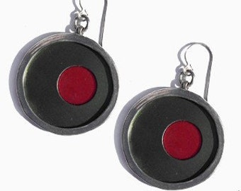 recycled aluminum/silver earrings in jet and red