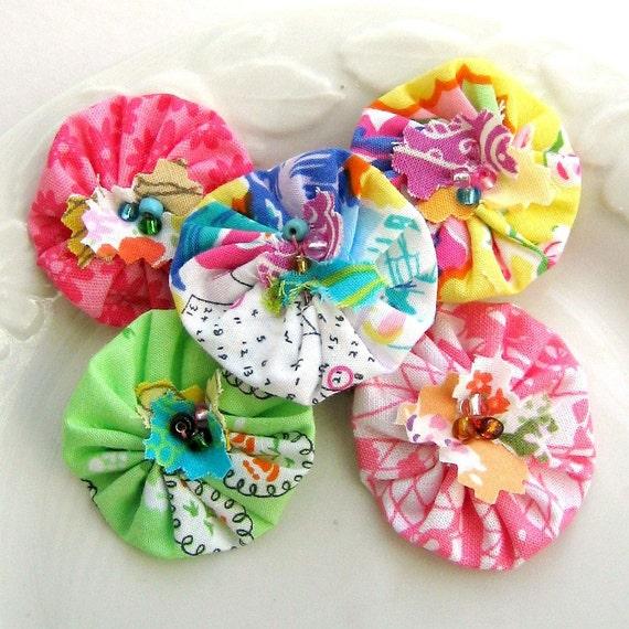 Yo Yo, Fabric Flower, Scrapbook Flowers, Yo Yo Flower, Yo Yos, Yo Yo Applique, Flower Applique, Fabric Flowers, Set of 5 -  No. 692