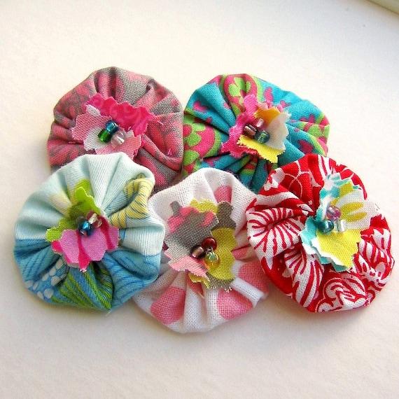 Yo Yo, Fabric Flower, Scrapbook Flowers, Yo Yo Flower, Yo Yos, Yo Yo Applique, Flower Applique, Fabric Flowers, Set of 5 -  No. 710