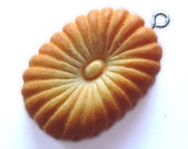 Oval Vanilla Cookie Charm