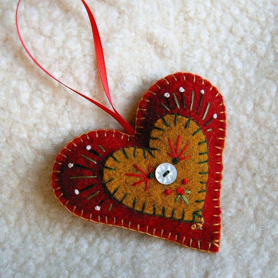 Red holiday heart felt ornament - How to make felt christmas decorations ...