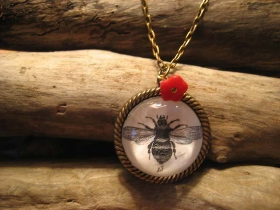 13 Stings vintage inspired Victorian bee engraving pendant necklace with flower Steampunk Boho Ephermera