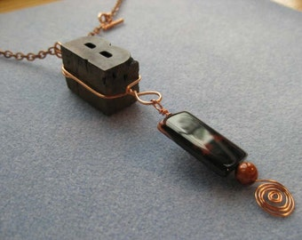 LETTERPRESS B necklace with vivid carnelian focal stone - Lot 114