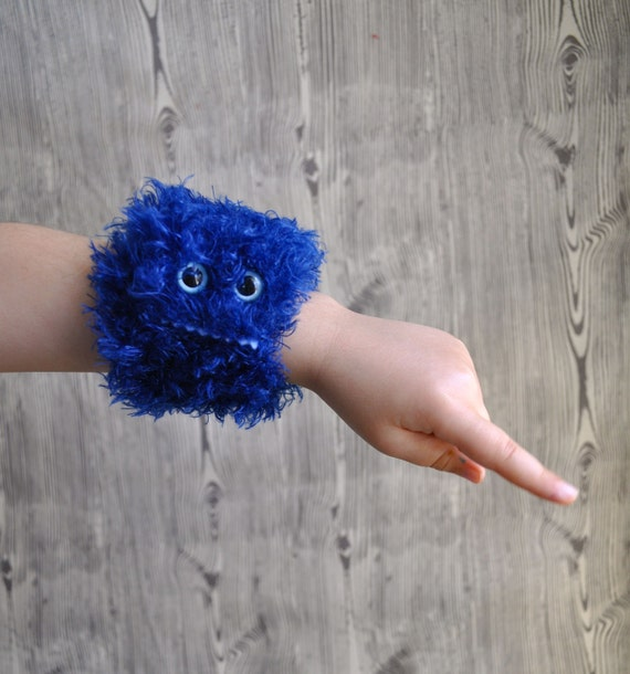 Whipper Slapper - a furry monster slap bracelet in blue