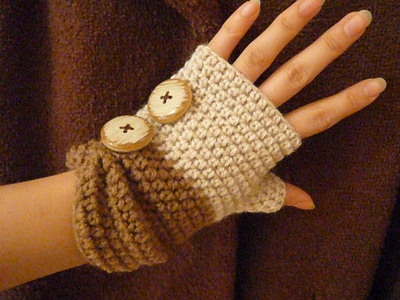 Ivory x Beige Two-tone Fingerless Mittens with Vintage Buttons