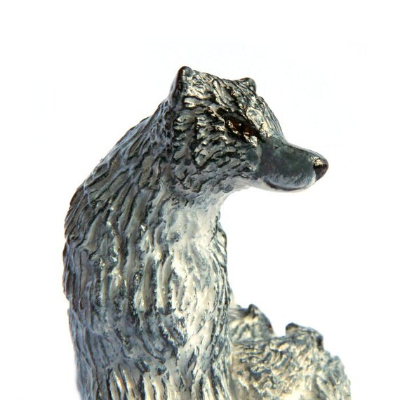 Wolf Mother and Cubs statue
