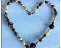 Pretty Delicate Vintage Assorted Mixed Beads Necklace