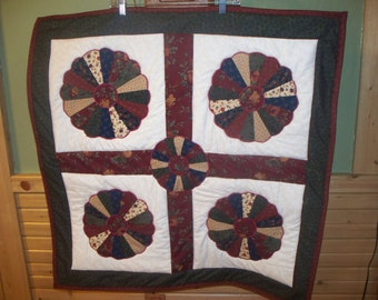 602.Wallhanging Applique on machineW