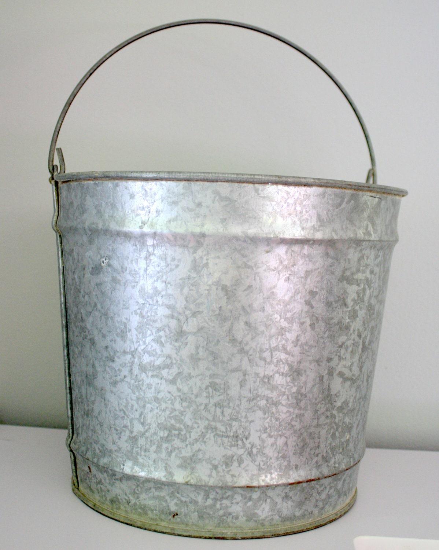 Vintage 10 gallon galvanized metal farmhouse bucket for Old metal buckets