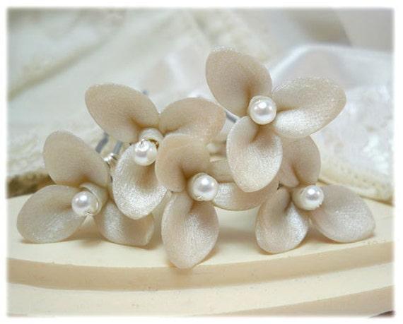 Small Trillium Flower Hair Pins