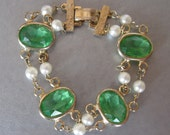 Vintage Bracelet Green Glass with Facets, Glass Pearl and Gold Tone Link circa 1950s