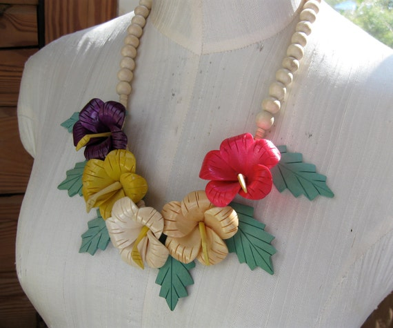 Beautiful Hibiscus Flower Necklace Large Colorful Wood Flowers Leaves Beads