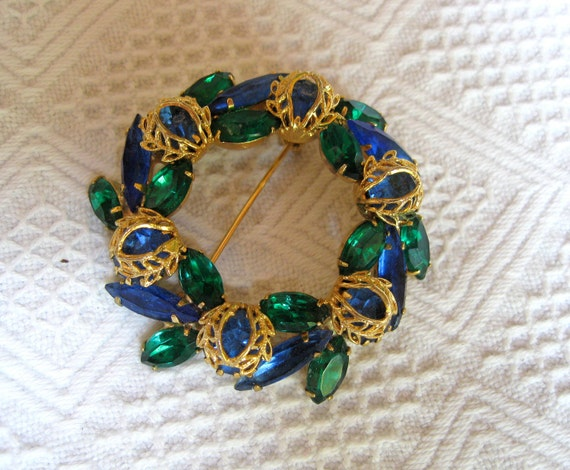 Vintage Circle Flower Pin of Faux Emeralds and Sapphires with Goldtone Filigree Wrap Floral