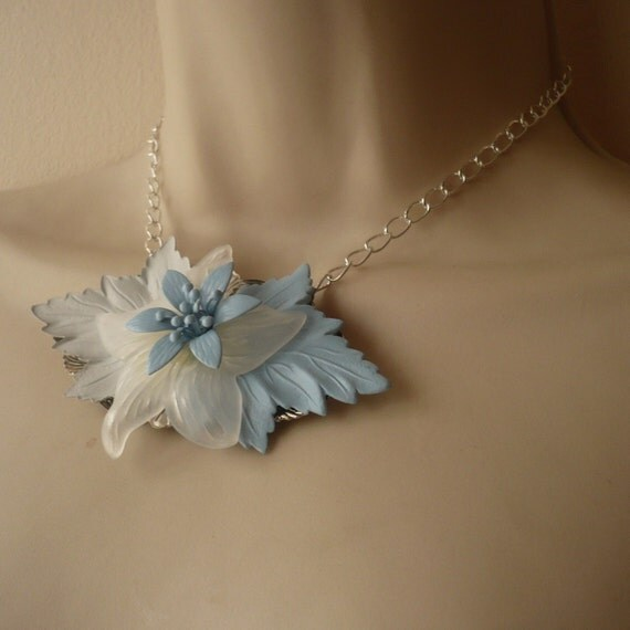 Blue And Clear Leaf And Flower Necklace