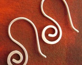 doodle earring - small swirl