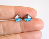 Tiny boat studs earrings