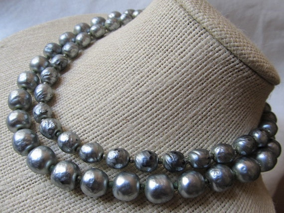 Vintage Madmen Grey Glass Pearl Choker Necklace...hew