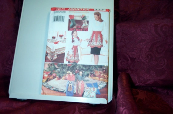 UNCUT Butterick 4605 Christmas Sewing Pattern Apron Placemats Stockings Napkins Sachet Pillow Tablecloth Tree Skirt SEWBUSY12