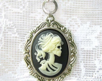 Steampunk Gothic Necklace - Princess Squeleton Cameo - Antique Silver - Adjustable Two Lenghts -