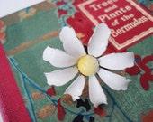 Vintage white enamel daisy ring
