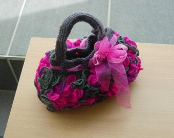 Fanfreluches - ruffly little bag - crochet pattern