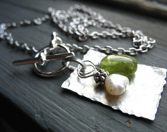 Peridot Necklace, Peridot Gemstone Freshwater Pearl Necklace, Green Peridot, Peridot Jewelry, Birthstone Necklace, Gemstone