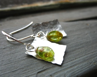 Peridot Earrings, Handmade Peridot Earrings, Metalwork Peridot Hammered Silver Earrings, Gemstone Jewelry, Peridot Jewelry