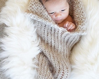 Knit Newborn Cocoon pod cozy Photography Prop