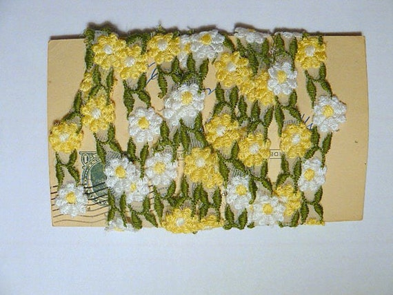 Vintage Yellow and White Daisy Applique Trim- 2 yards