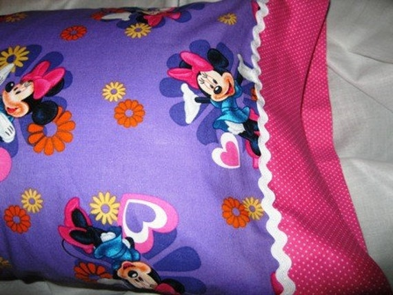 Minnie Mouse Hearts Valentine Kids/Travel/Teenagers/anyone Pillowcase