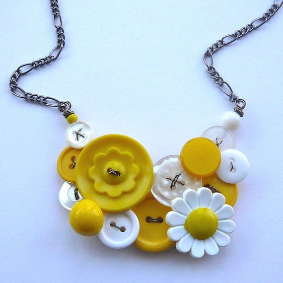 Yellow and White Daisy Flowers Vintage Button Statement Necklace - Retro