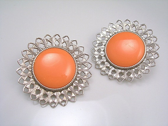 Vintage Earrings Clipback 1950s Mad Men Jewelry Silvertone with Orange Plastic Centers Large (((Free USA Shipping)))