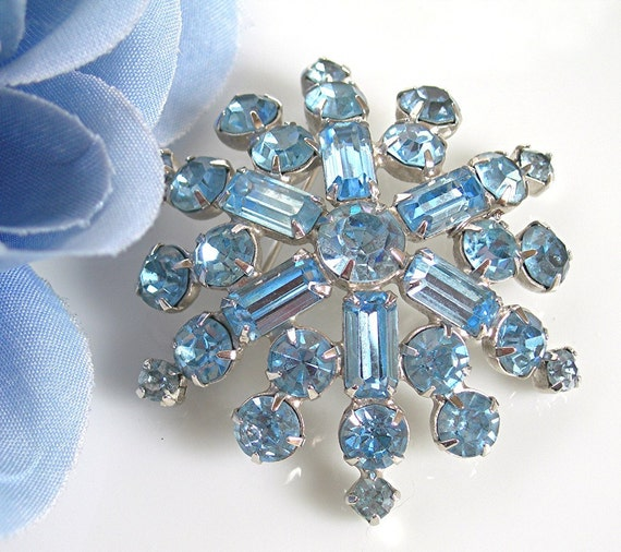 Vintage Rhinestone Brooch Frosty Blue Snowflake Prong Set Stones Vintage 1950 Costume Jewelry