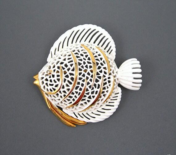 White Monet Fish Brooch Goldtone Vintage 1970-80s