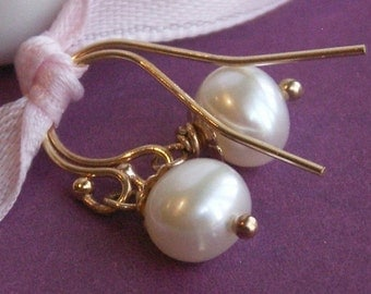 Classic pearl earrings, freshwater pearls, gold filled ear wires, gold earrings, small dangle earrings
