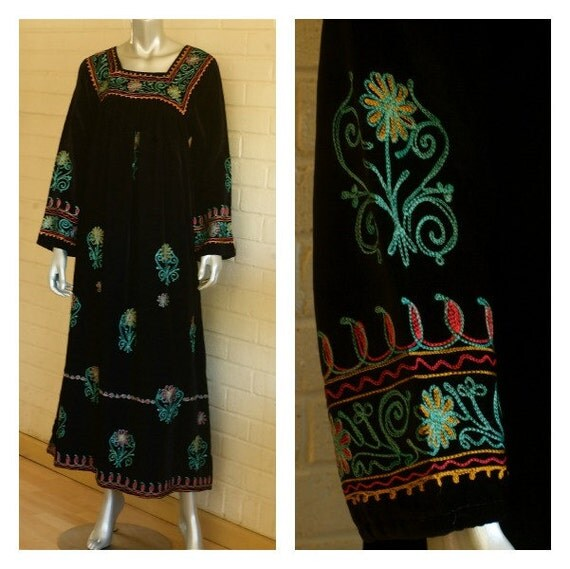 90s VTG Black Velvet Indian Princess Dress Vibrant Floral Embroidery S/M