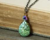 Green iridescent necklace vintage jewel brass