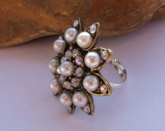 Button Ring Adjustable - Pearl & Diamantes