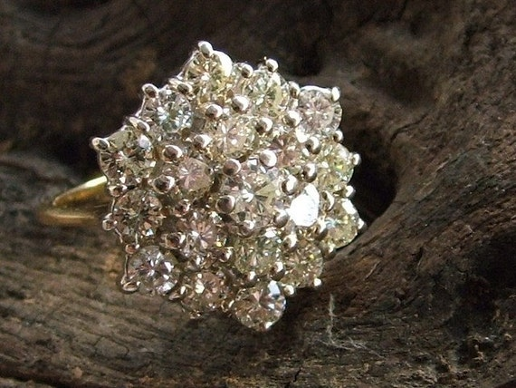Vintage 18cts Hallmarked Gold and Diamond Cluster Ring 1982