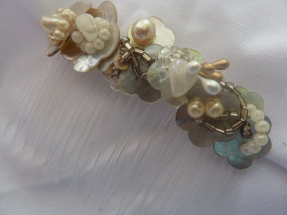 Hair Comb  Wedding Cream Shell buttons, Beads & Pearls Handmade Original
