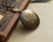Embossed Victorian feathers brass locket necklace. Vintage look.