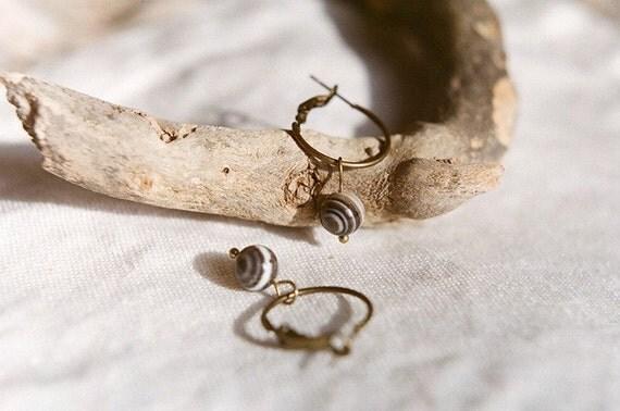 Hoop earrings with agate beads in antique bronze  - Wood lines